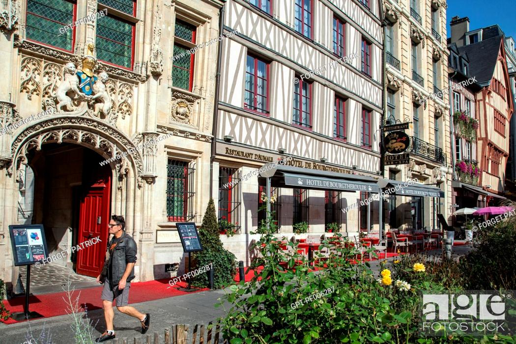 Imagen: FACADE OF THE HOTEL DE BOURGTHEROULDE AND HALF-TIMBERED HOUSES, PLACE DE LA PUCELLE, ROUEN (76), FRANCE.