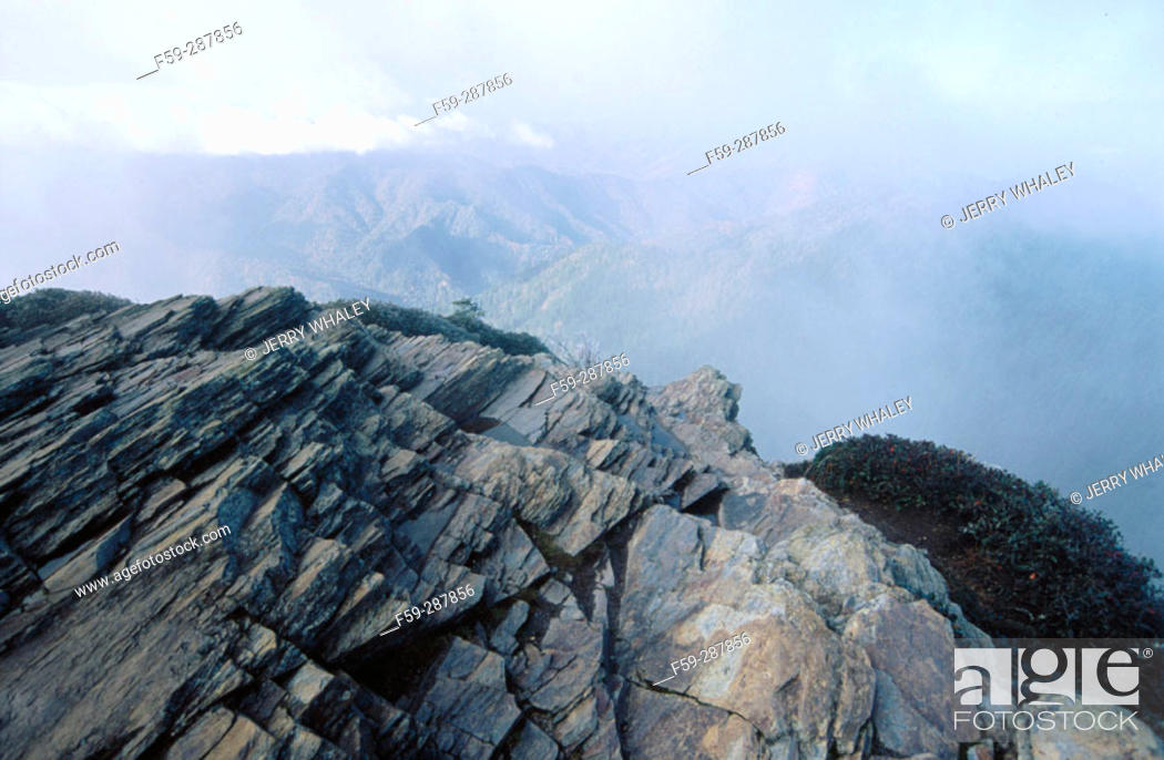 Stock Photo: Cliff Tops at Mount Le Conte on frosty morning. Great Smoky Mountains National Park. Tennessee. USA.