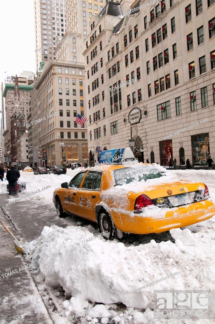 Stock Photo: Snow Storm, December 26, 2010, New York City, 5th Avenue, 59th Street vicinity, Manhattan.