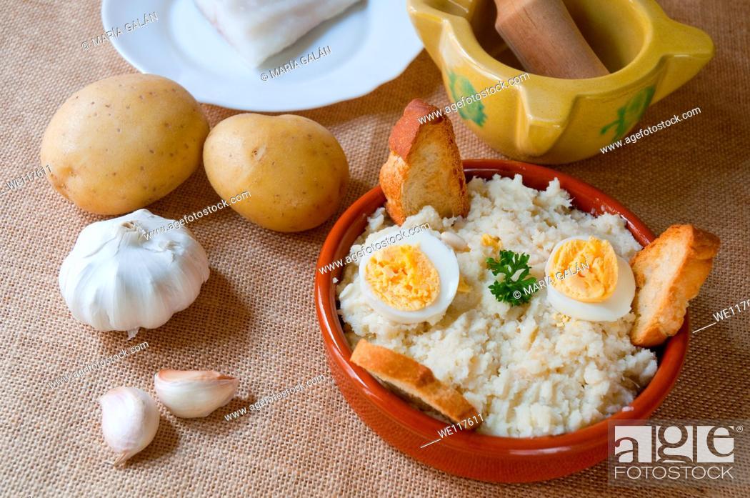 Stock Photo: Ajoarriero conquense and ingredients. Cuenca, Castilla La Mancha, Spain.