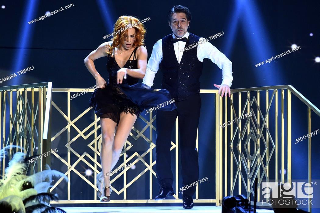 Imagen: The Italian actor Ettore Bassi with his dance teacher Alessandra Tripoli during the fourth episode of the show Ballando Con Le Stelle auditorium Rai Foro.