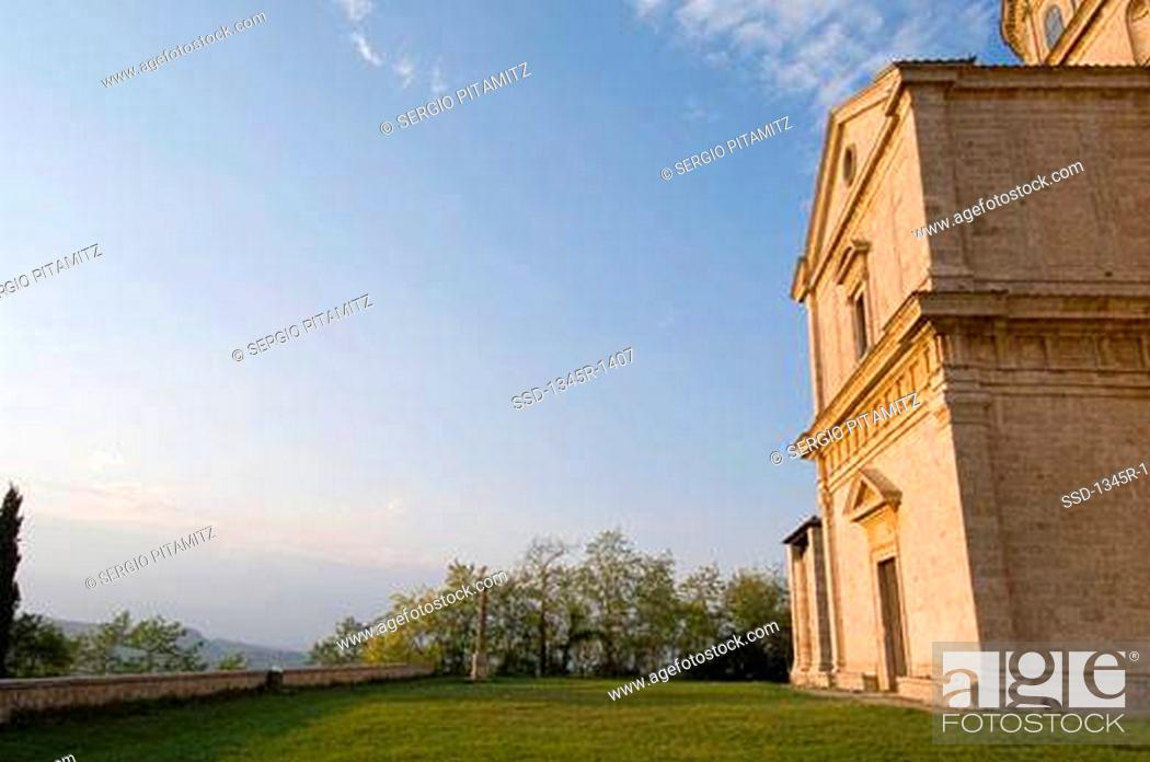 Imagen: Low angle view of a church, Tempio di San Biagio, Montepulciano, Val d'Orcia, Siena province, Tuscany, Italy.