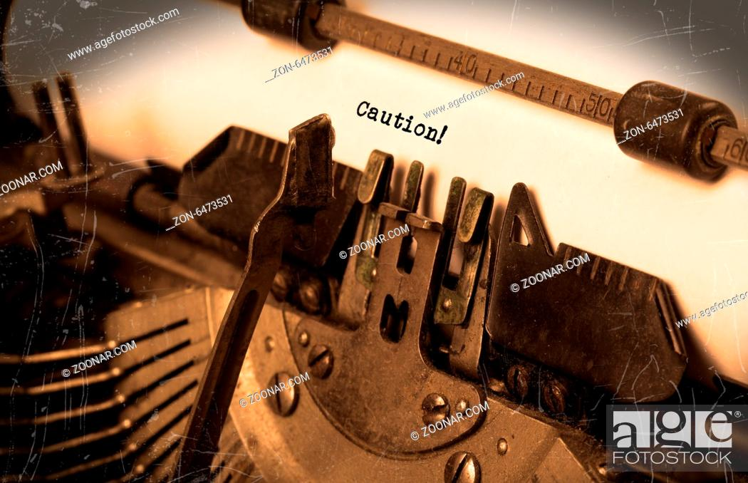 Imagen: Close-up of an old typewriter with paper, perspective, selective focus, caution.