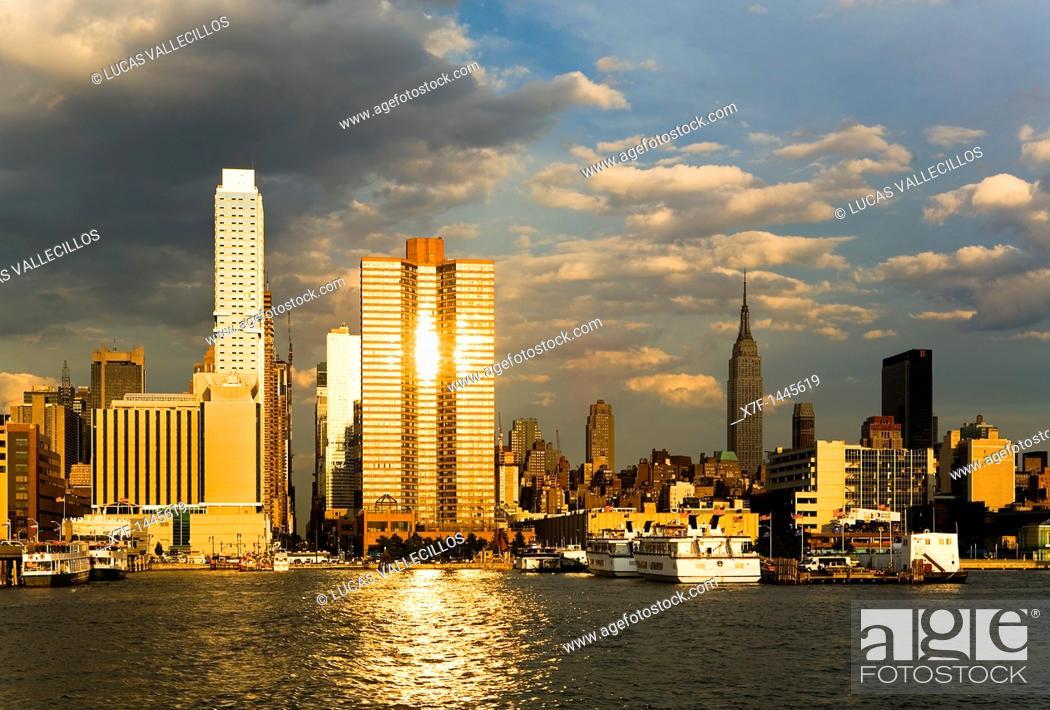 Stock Photo: Midtown, skyline of Manhattan across Hudson River from New Jersey, New York City, USA.