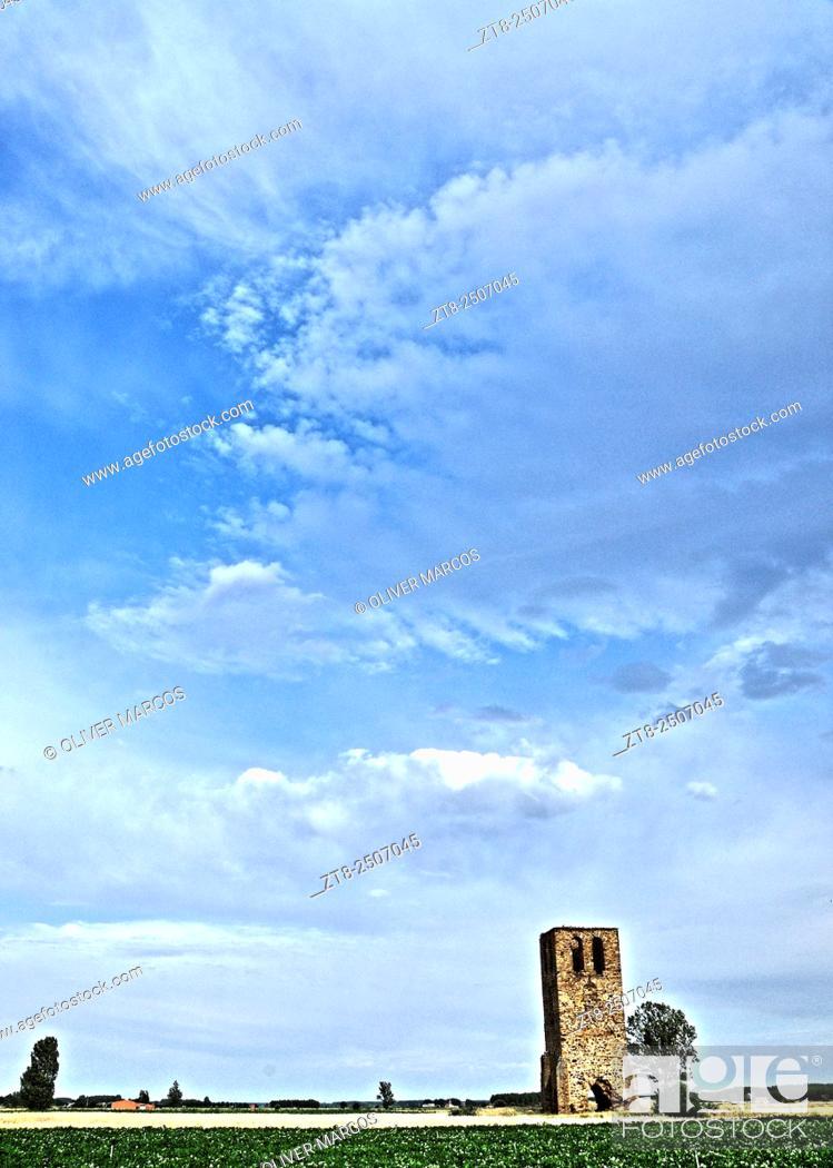 "Imagen: Ancient tower. Fresno de la Valduerna, Leon Province, Spain. Image taken using a similar """"time-stack"""" but with variations technique."