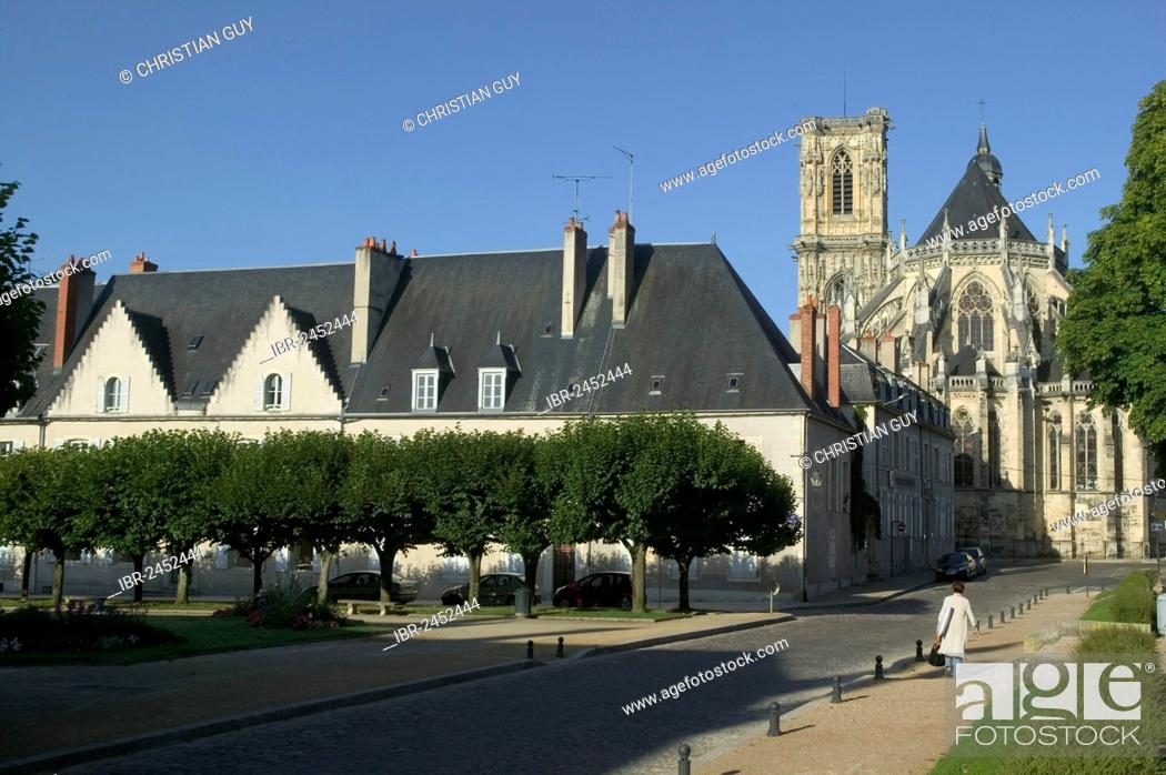 Stock Photo: Saint-Cyr-et-Sainte-Juliette cathedral, Nevers, Loire valley, Nievre, Centre, France, Europe.