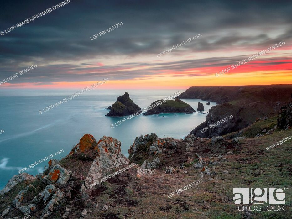 Imagen: Kynance Cove sunset from the cliff top.
