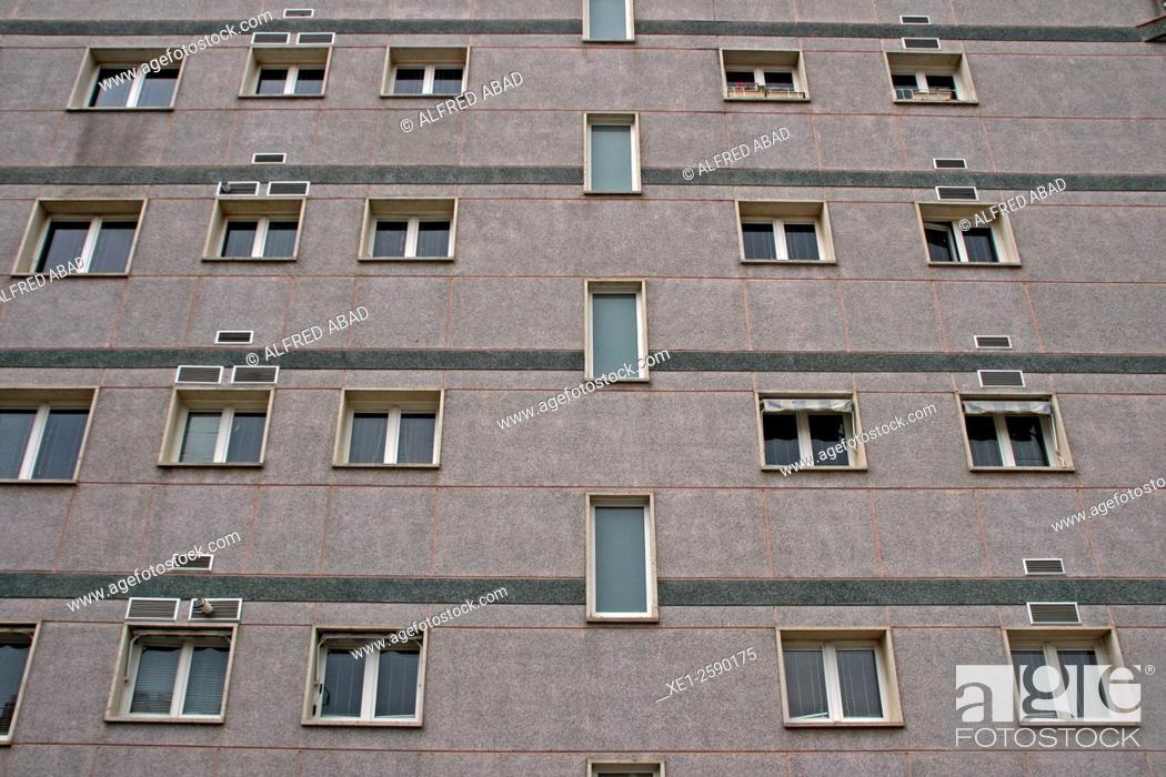 Imagen: Windows of houses, Castelldefels, Catalonia, Spain.