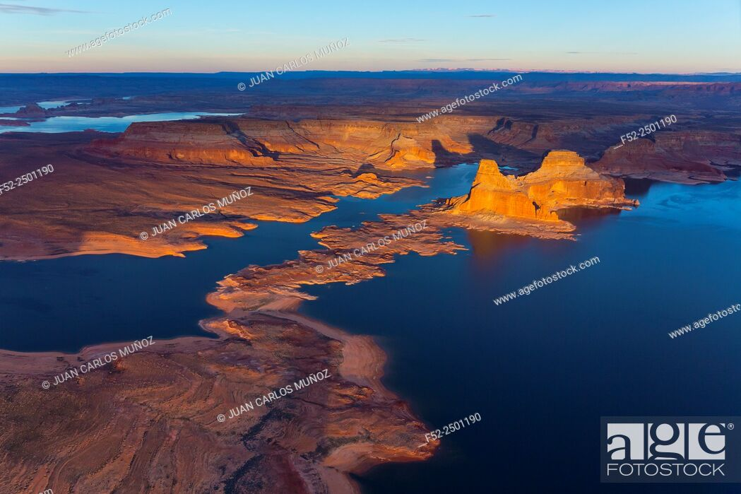 Photo de stock: USA, Arizona, Page, Lake Powell and Colorado River seen from above.