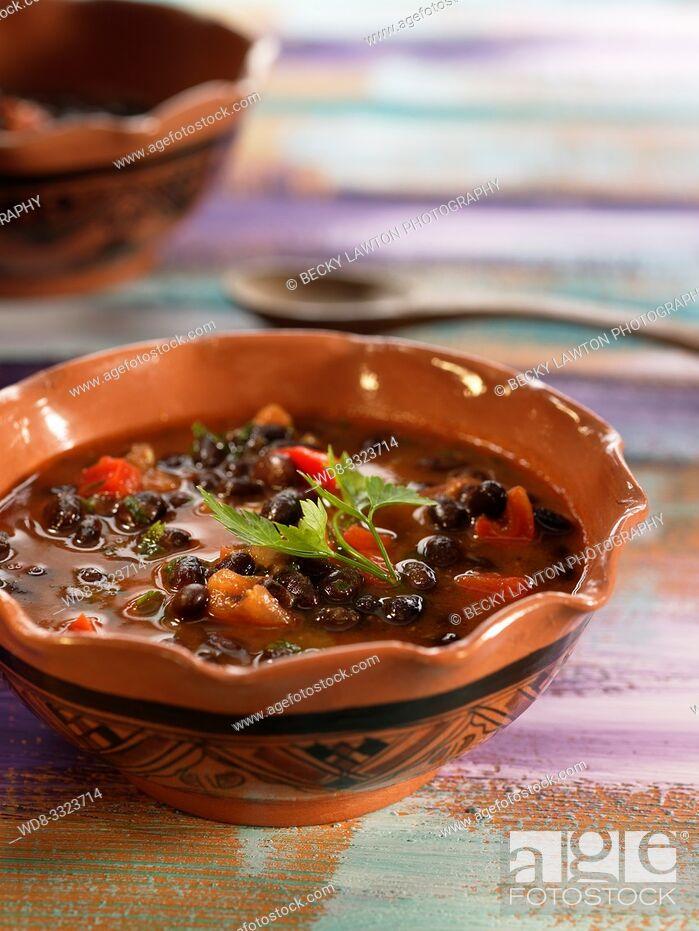 Stock Photo: ful mudammas-menestra de judias y verduras.
