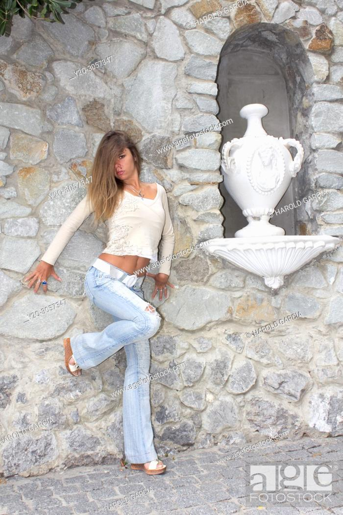 Imagen: Beautiful woman close to ceramic jars posing for the camera in different sensual positions in Yalta, Crimea.