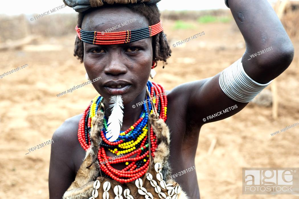 Stock Photo: Woman belonging to the Dhasanech tribe. Omo valley ( Ethiopia).