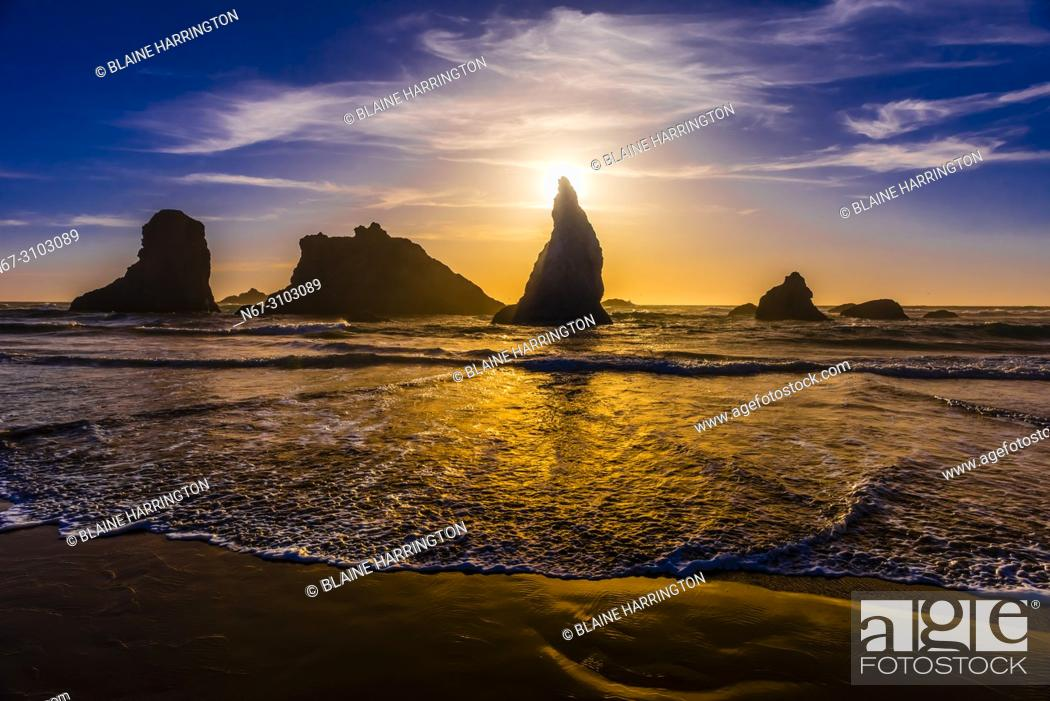 Stock Photo: Wizards Hat and other sea stacks at Bandon Beach, Oregon USA.