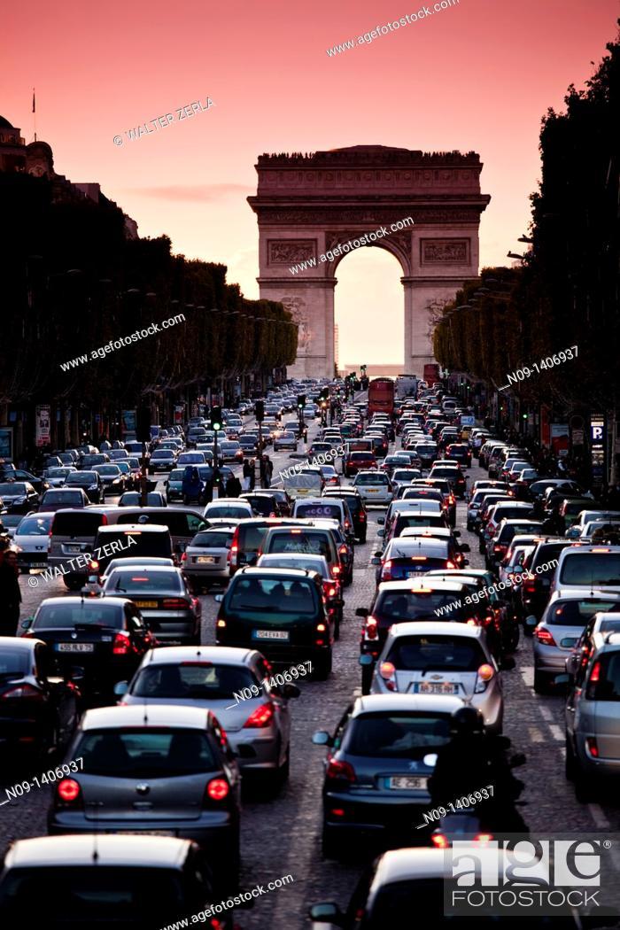 Stock Photo: traffic Arc De Triomphe, paris.
