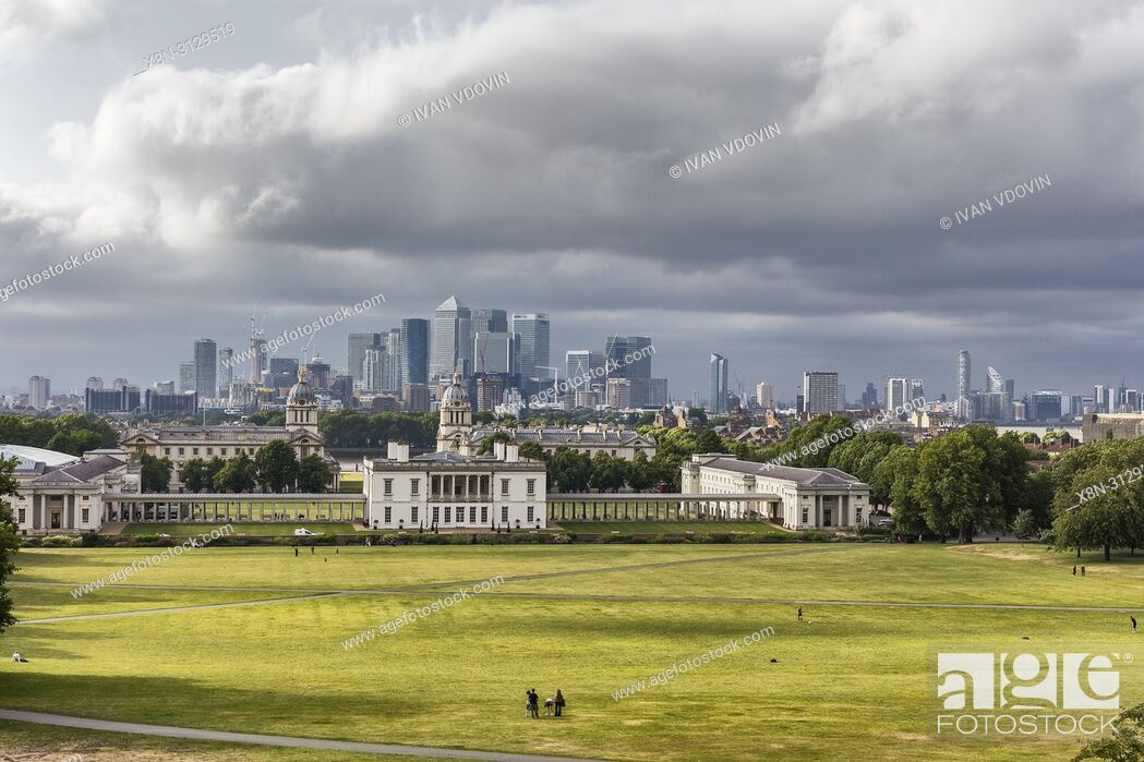 Imagen: Queen's House and Canary Wharf, cityscape from Greenwich hill, Greenwich, London, England, UK.