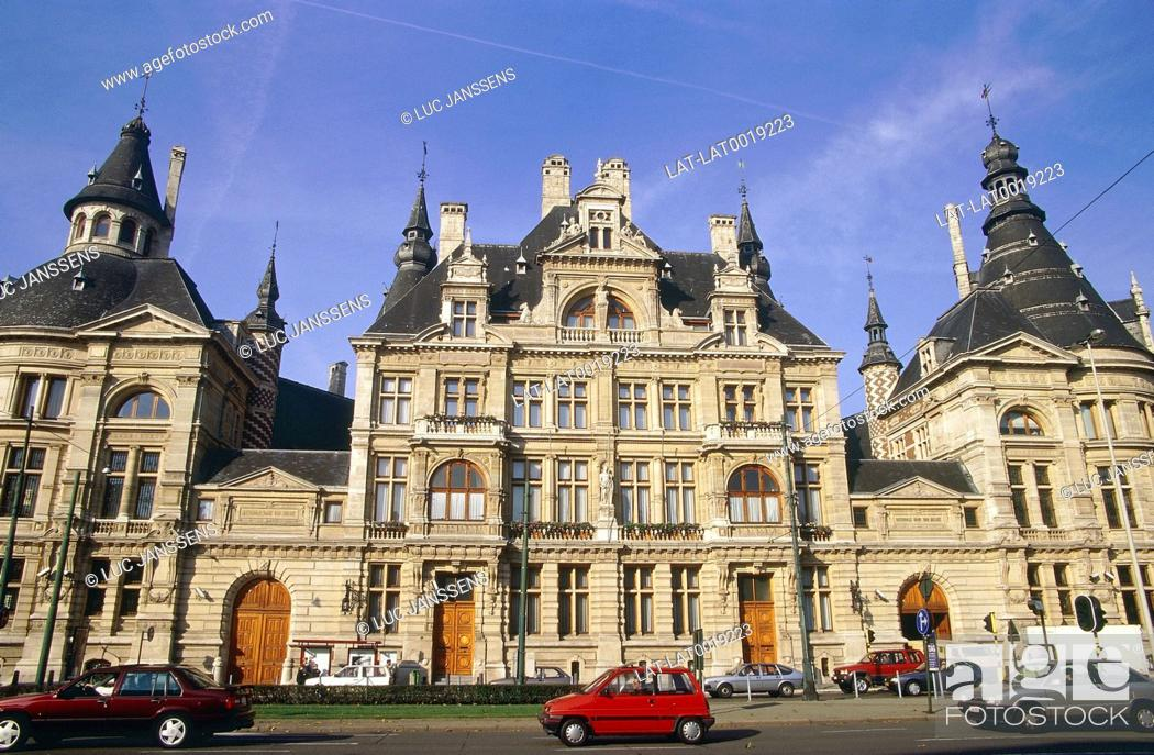 Stock Photo: Frankrijklei. National Bank of Belgium. Stone building. Road. Cars. People.