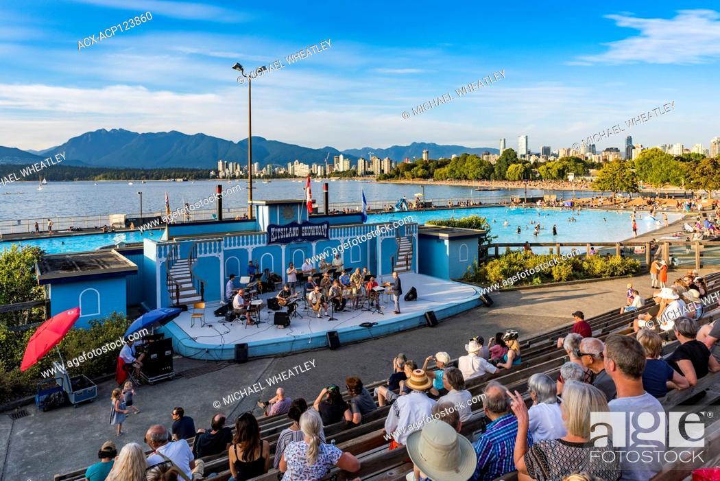 Imagen: Urbana community jazz orchestra, Kitsilano Showboat stage, Kitsilano, Vancouver, British Columbia, Canada.