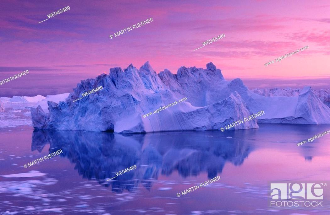 Stock Photo: Iceberg in midnight sun, Ilulissat, Jakobshavn glacier, Disko Bay. Greenland.