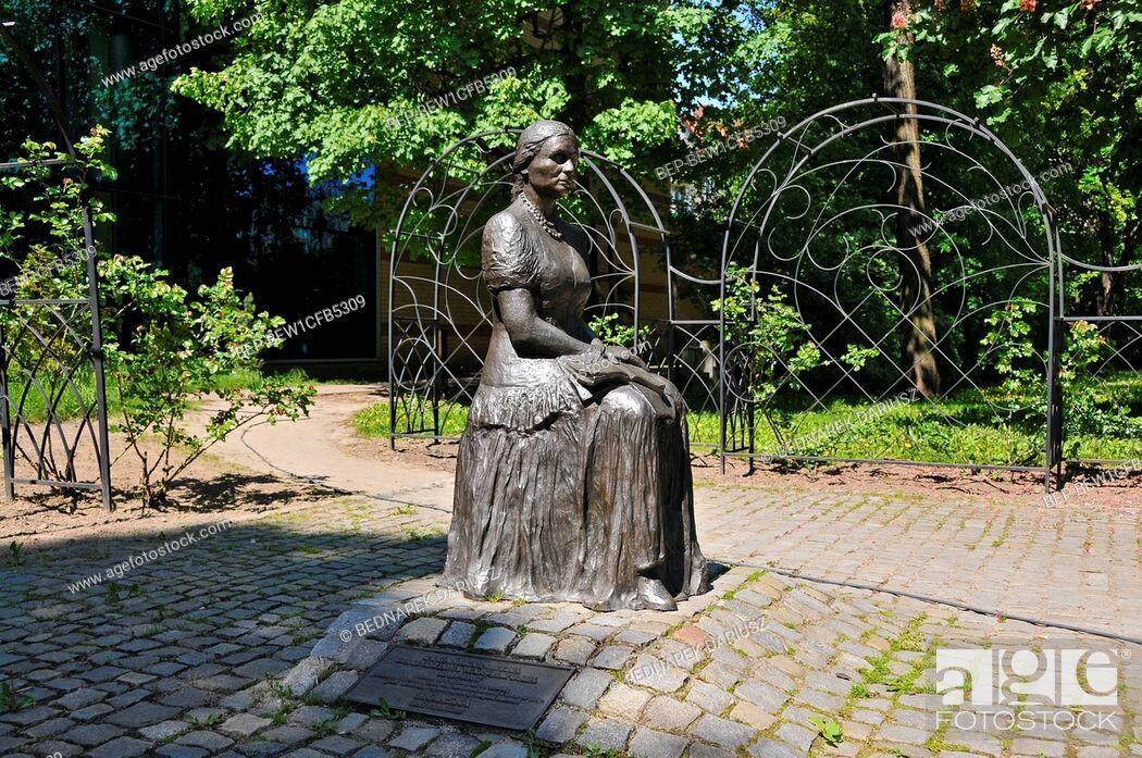 Imagen: Monument of Bronislawa Wajsz in Gorzow Wielkopolski, city in Lubusz Voivodeship, Poland.