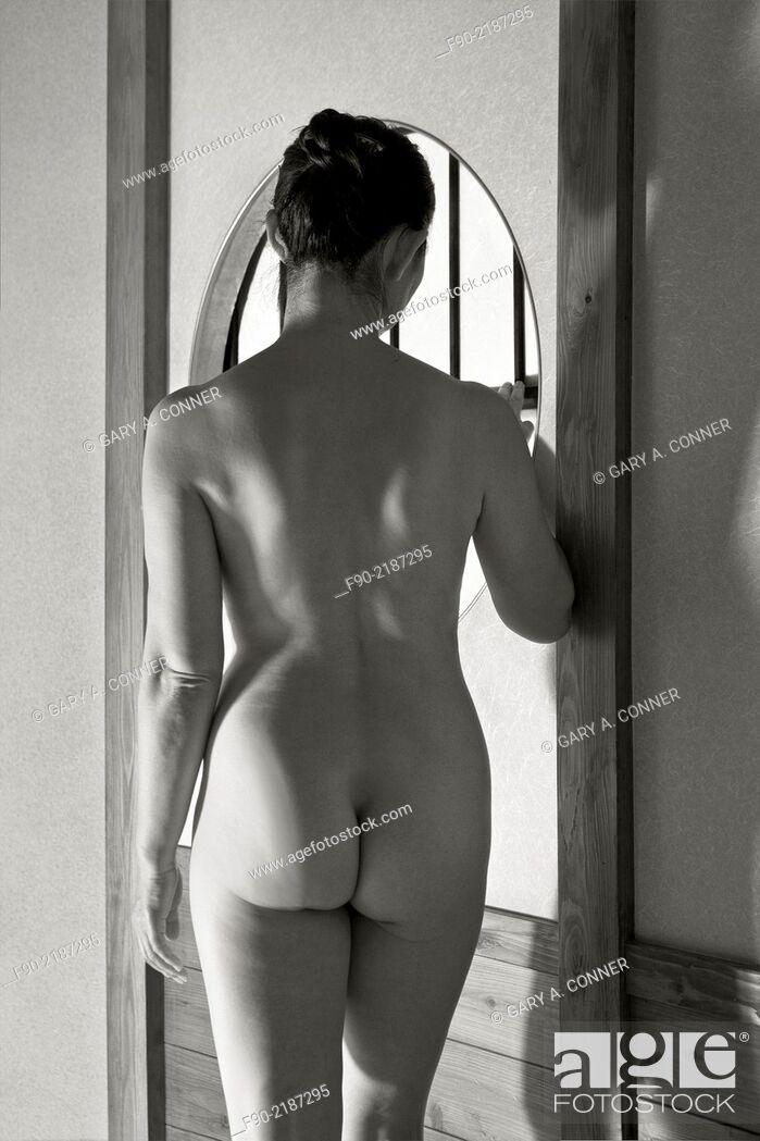 Imagen: Female nude in traditional room, Fukuoka, Japan.