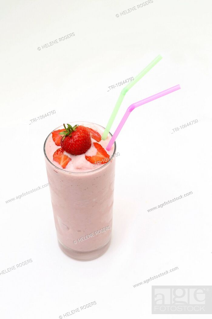 Imagen: Strawberry Milkshake In A Glass With Strawberries And Two Straws.