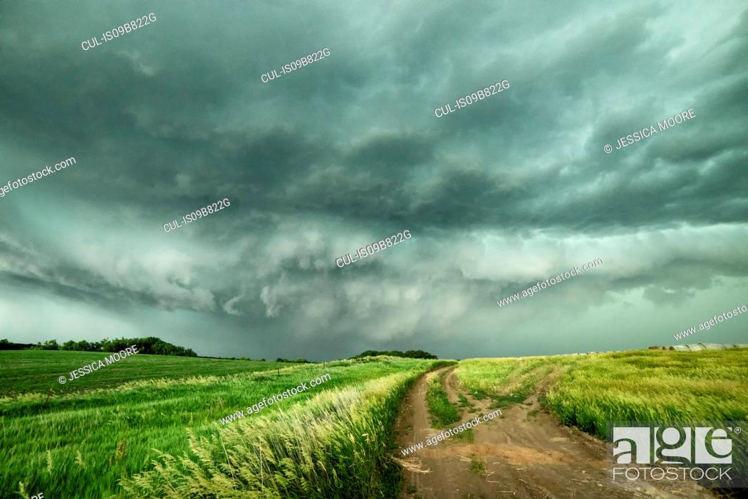 Stock Photo: A tornadic supercell moving towards the town of O'Neill, Nebraska, USA.
