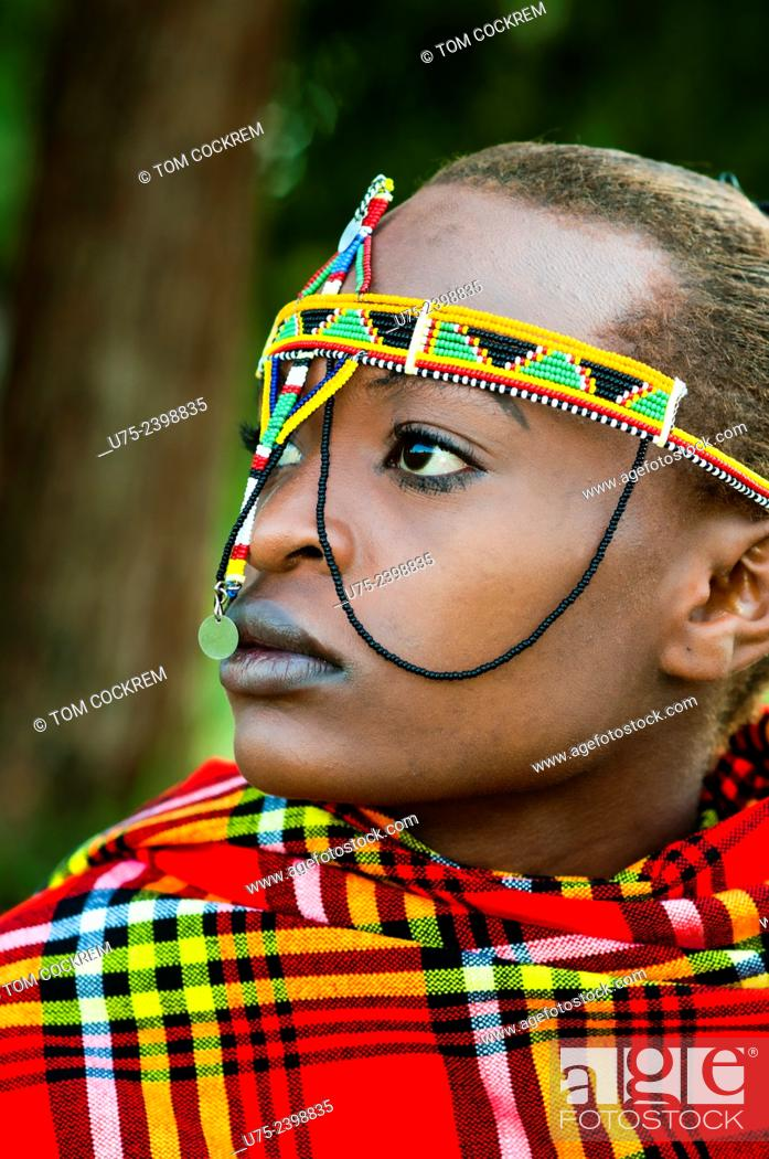 Photo de stock: Young Kenyan woman in Maasai costume, Nairobi.