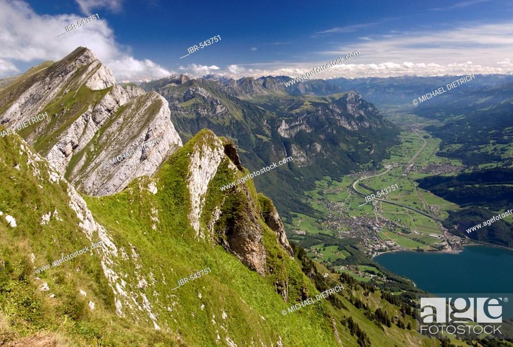 Imagen: View from one peak of the Kurfuersten ridge to Walenstadt and the valley of the Seez, Alps, Switzerland.