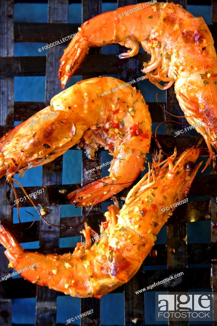 Stock Photo: Grilled king prawns with piri piri (seen from above).