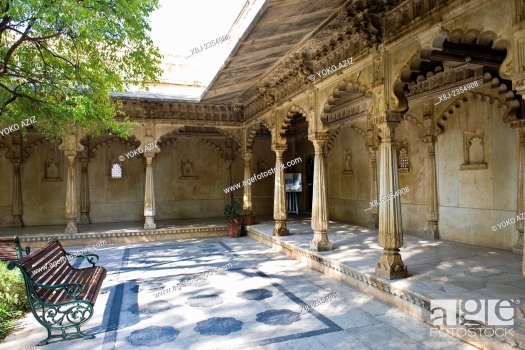 Photo de stock: India, Rajasthan, Udaipur, City palace.