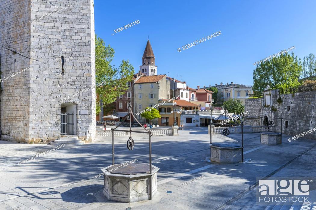 Imagen: Trg pet bunara, Zadar, Dalmatia, Croatia, Europe.