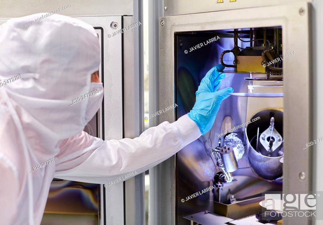 Imagen: Chamber of the Kurt Lesker eBeam/thermal deposition system. Cleanroom. Nanotechnology. Laboratory. CIC nanoGUNE Nano science Cooperative Research Center.