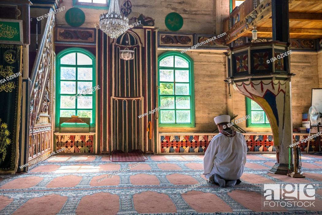 Imagen: Interior detail of Artvin,Macahel,Camili Camii(mosque),coverd with wooden boards built in Eighteen century. TURKEY,Artvin,August 18, 2015.