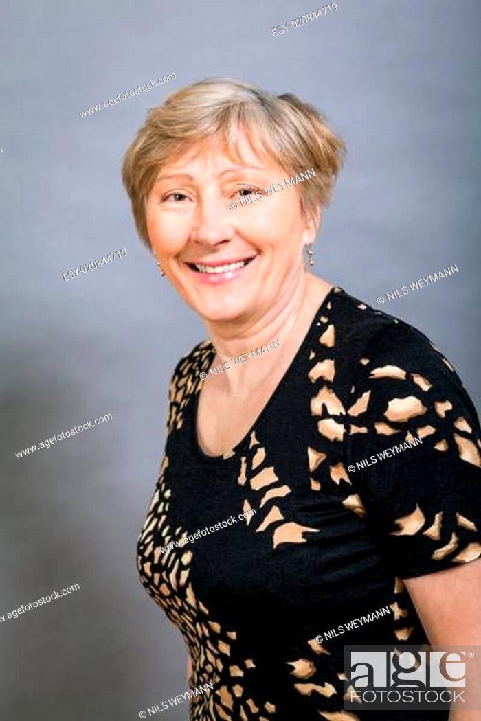 Haaren mit grauen ältere frauen Warum ältere