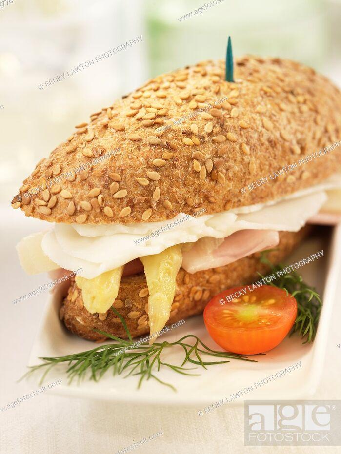 Imagen: Mini de esparragos con queso de cabra y jamon de york.