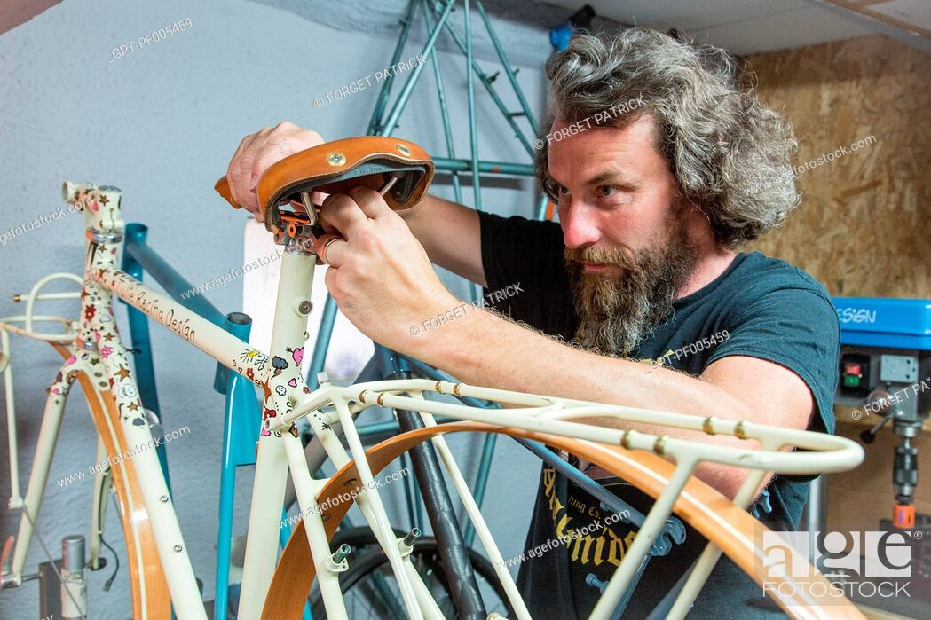 Photo de stock: KRIS VACHERON, BICYCLE MANUFACTURER AND CREATOR OF THE MAKE JULIE RACING DESIGN, GARNAY (28), FRANCE.