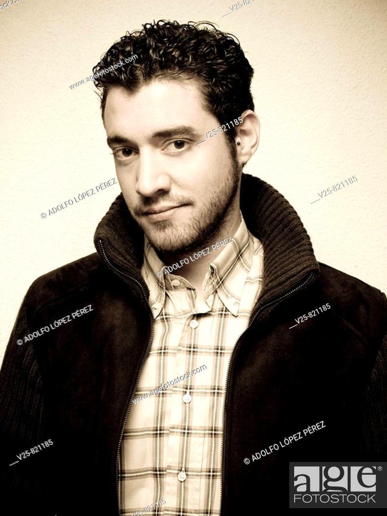Stock Photo: hombre, chico, antiguo, clásico, extraño, moderno, interesante, mirada, maduro, barba, sepia, chaqueta, camisa, vertical, retrato, maquillaje, peinado.
