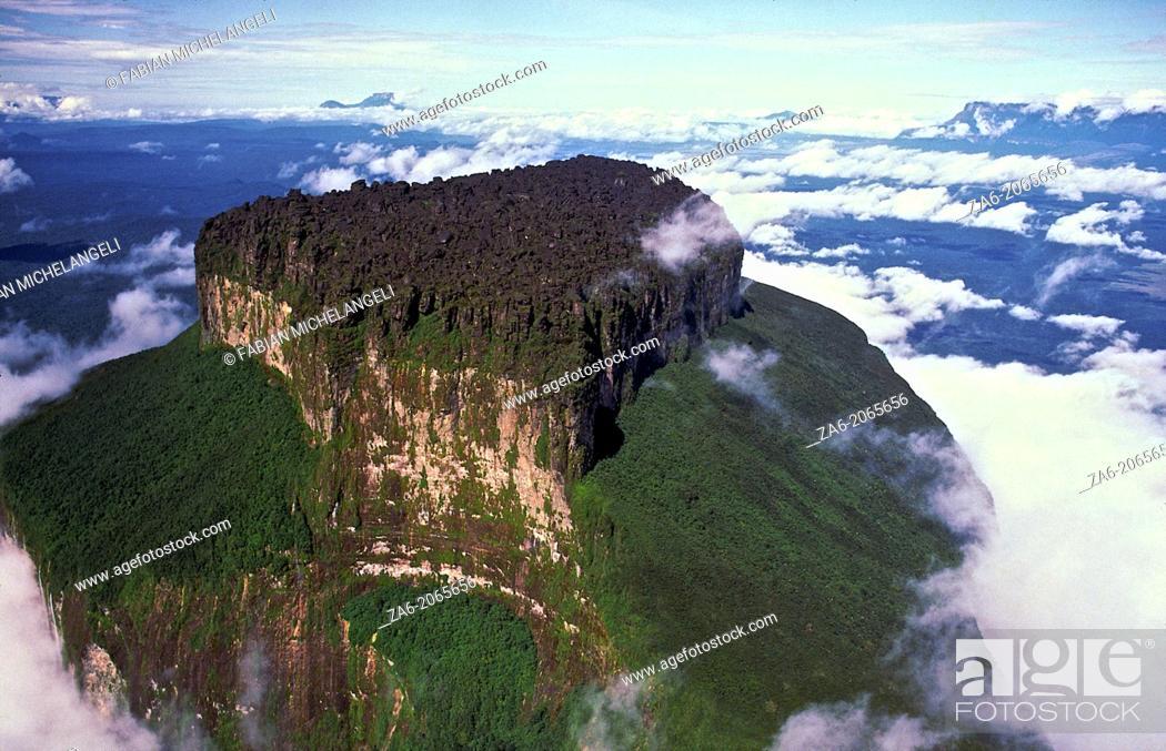 Stock Photo: Aerial view of Aparaman-tepuy in tne Gran Sabana, Canaima National Park, Bolivar State, Southern Venezuela.