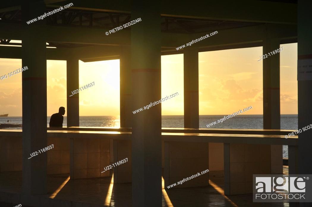 Stock Photo: Dili (East Timor): sunset at the beach near Areia Branca.