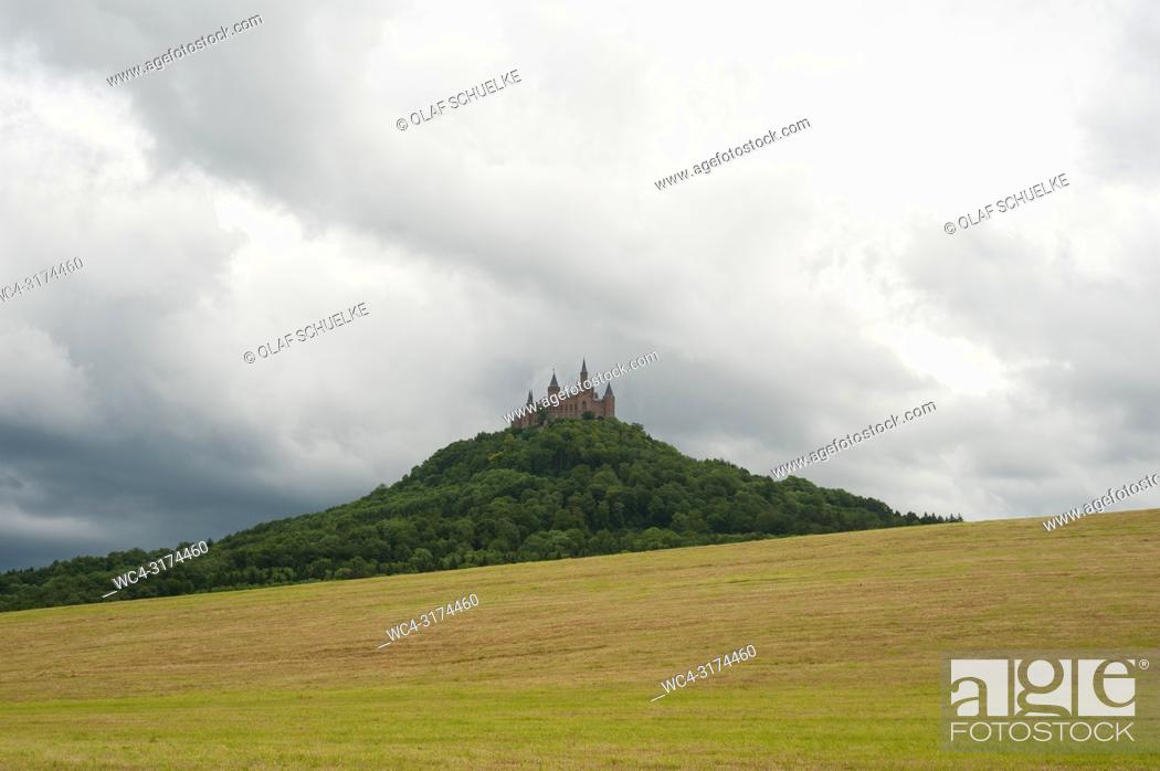 Imagen: 06. 06. 2017, Hechingen, Baden-Wuerttemberg, Germany, Europe - A view of Hohenzollern Castle on the Hohenzollern mountain that is situated between the towns of.