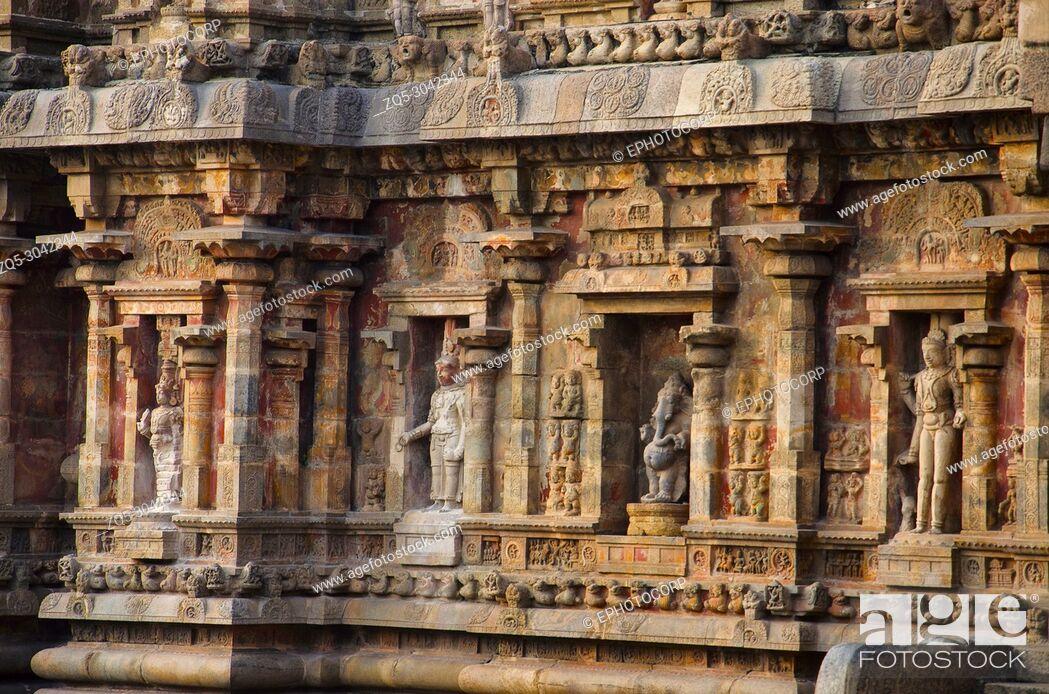 Imagen: Carved idols on the outer wall of Airavatesvara Temple, Darasuram, near Kumbakonam, Tamil Nadu, India. Hindu Shiva temple of Tamil architecture.