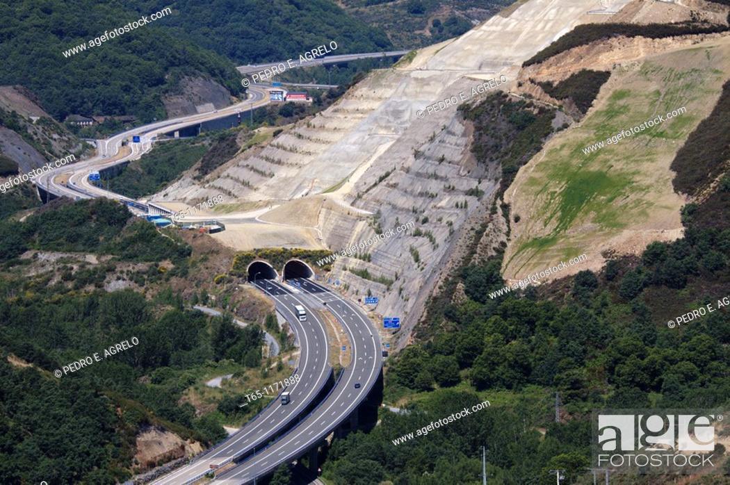 Imagen: Autovía del Noroeste (Northwest Motorway) A-6. Northern Spain.
