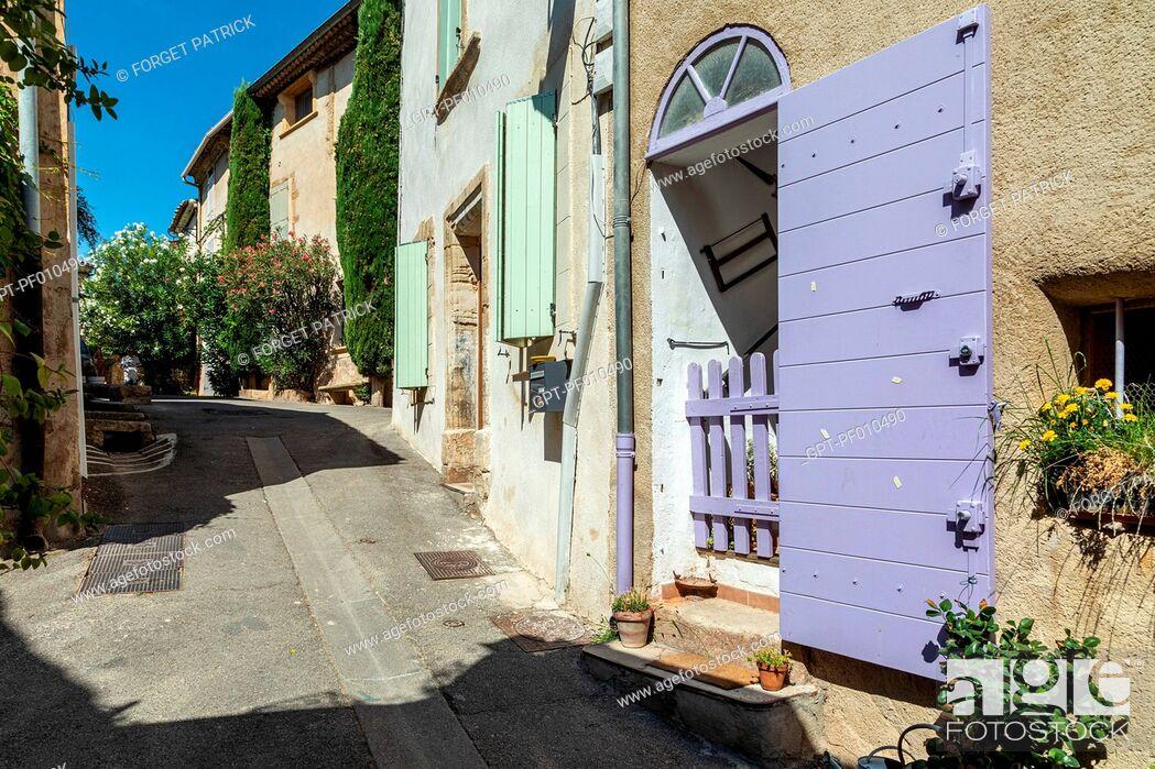Stock Photo: SMALL VILLAGE HOUSES, RUE HENRI SARRET, VILLAGE OF LOURMARIN, VAUCLUSE, LUBERON, FRANCE.
