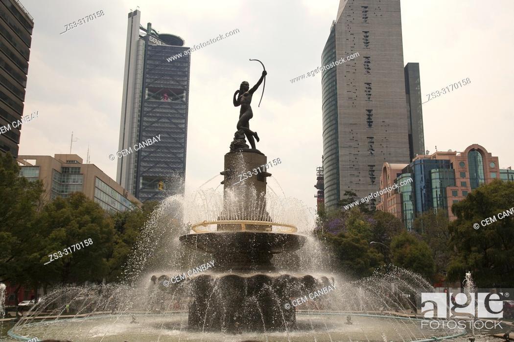 Imagen: View to the Fountain of Diana in Avenida de la Reforma, Mexico City, Mexico, Central America.