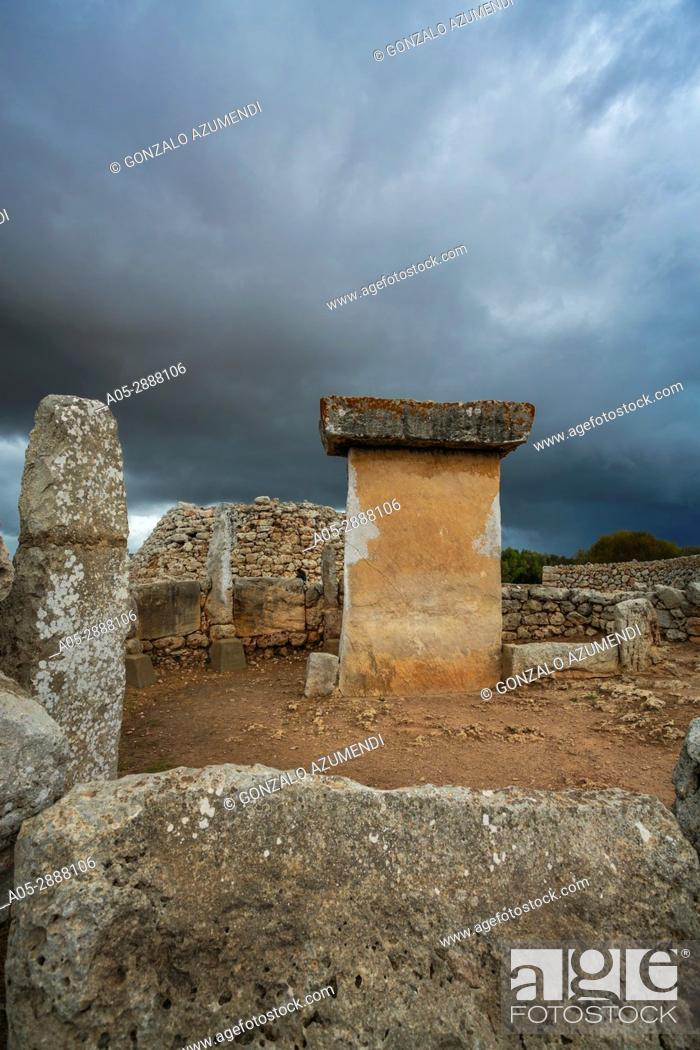 Imagen: Taula of Trepuco (550-123 b C). Talayotic Village of Trepuco (800-450 b C). Mao Municipality. Minorca Island. Balearic Islands. Spain.