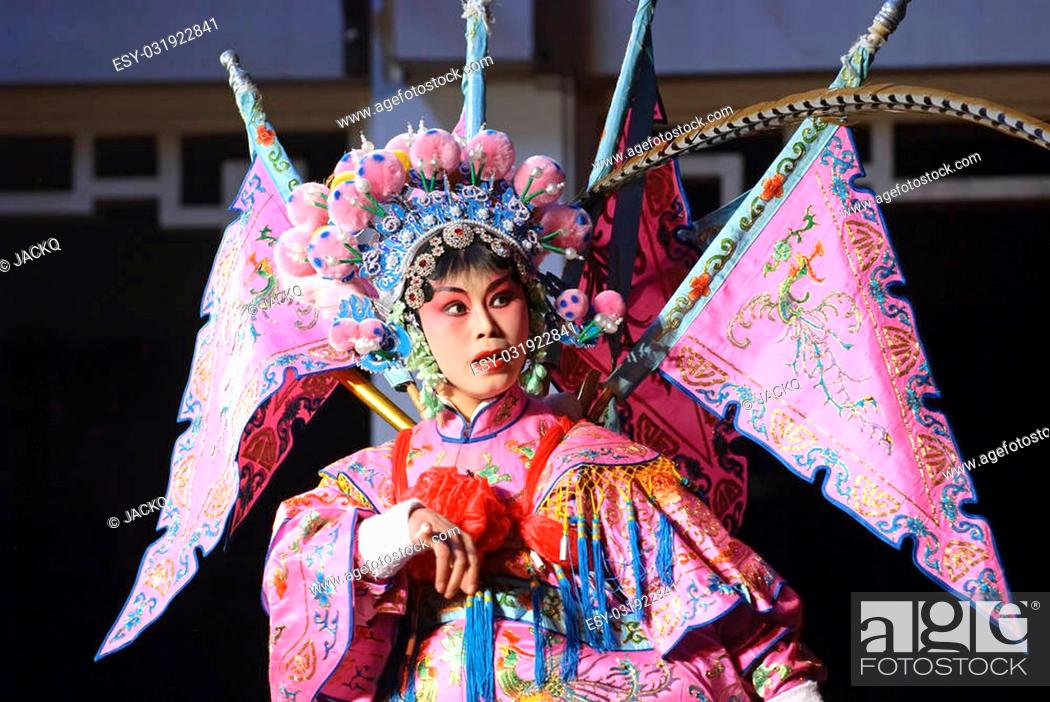 Photo de stock: pretty chinese traditional opera actress.