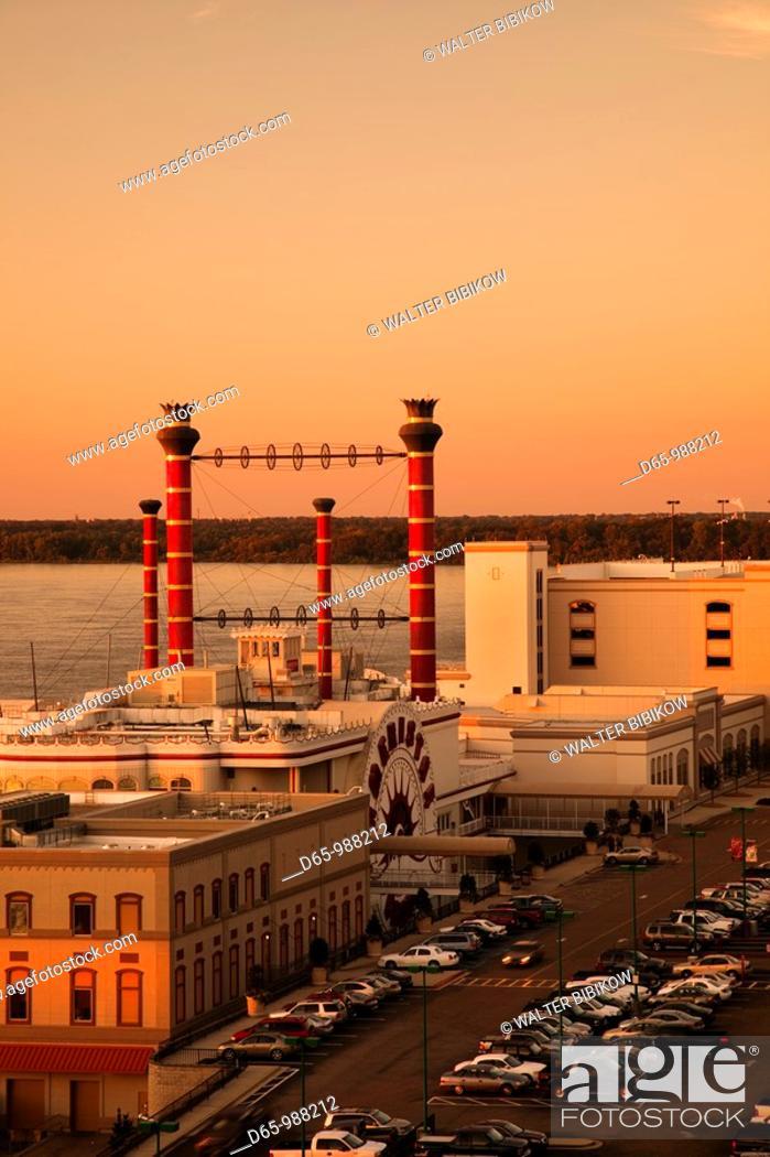 Stock Photo: USA, Mississippi, Vicksburg, Ameristar Casino and Mississippi River, dusk.