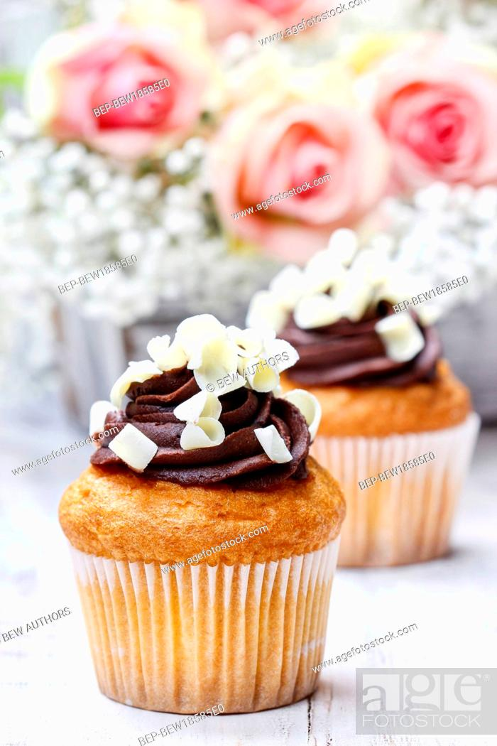 Chocolate Cupcakes For Wedding Reception Bouquet Of Pink Roses In