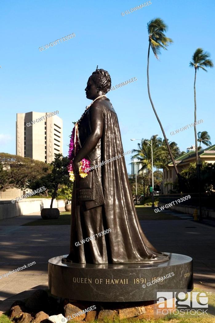 Stock Photo: Statue of Queen Liliuokalani in a park, Iolani Palace, Honolulu, Oahu, Hawaii Islands, USA.