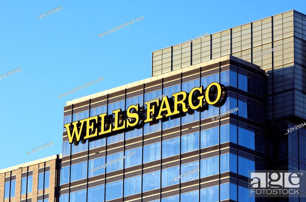Photo de stock: Wells fargo Bank corporate office, Atlanta, Georgia, USA.